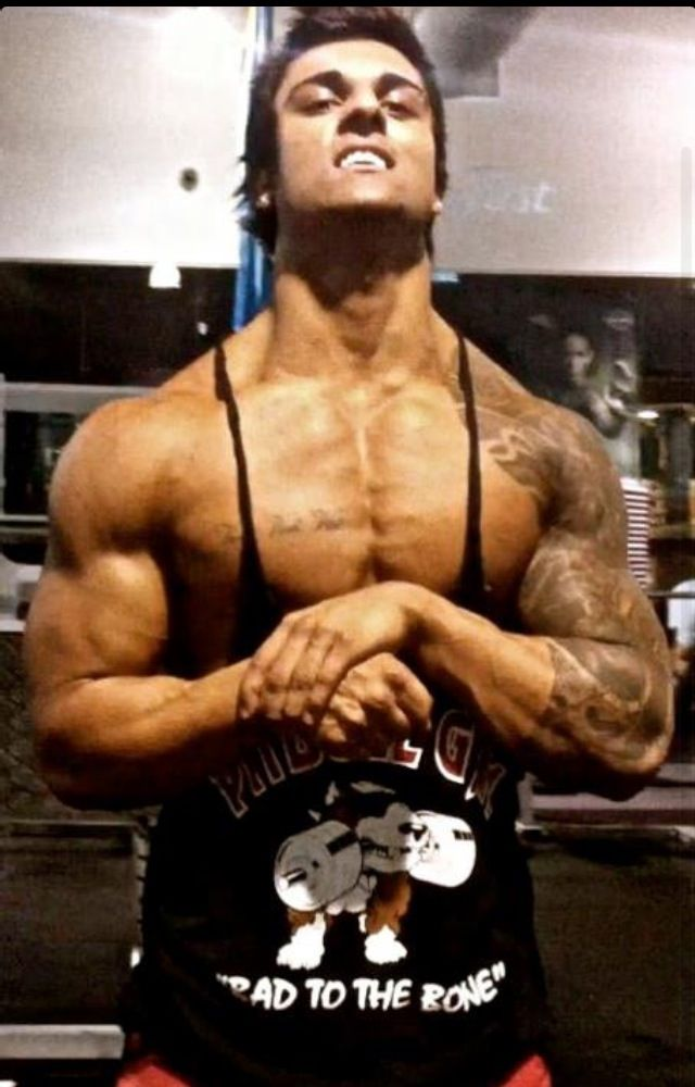 Zyzz flexing at the gym very tan zyzz pinterest the o 39 jays tans and gym