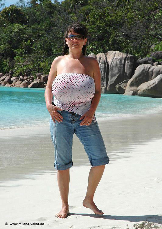 Sexy Joyce Giraud Nude