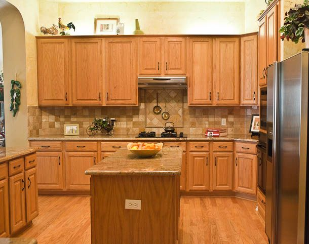 Backsplash with oak cabinets kitchen pinterest for Oak kitchen cabinets