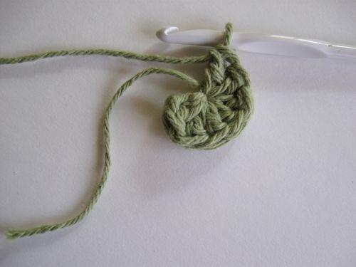 Crochet Stitches Magic Ring : Crochet in the Round: Magic Circle Start