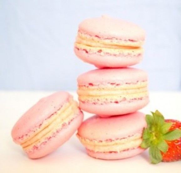 Strawberry and Vanilla Bean Macarons | Food!!! | Pinterest