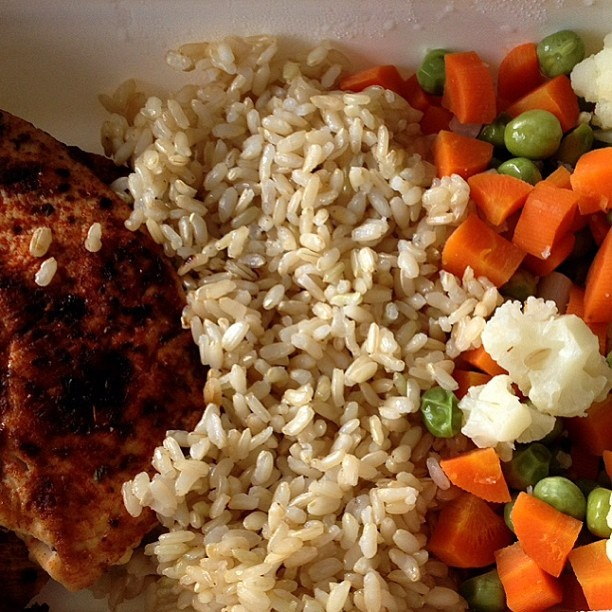 Grilled chicken breast, brown rice and steamed veggies