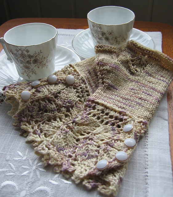 love my Plumcake Veyla Mitts made out of Elizabeth Bennet yarn ...