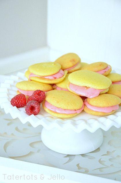 ... .com/2013/03/lemon-whoopie-pies-with-fresh-raspberry-filling.html