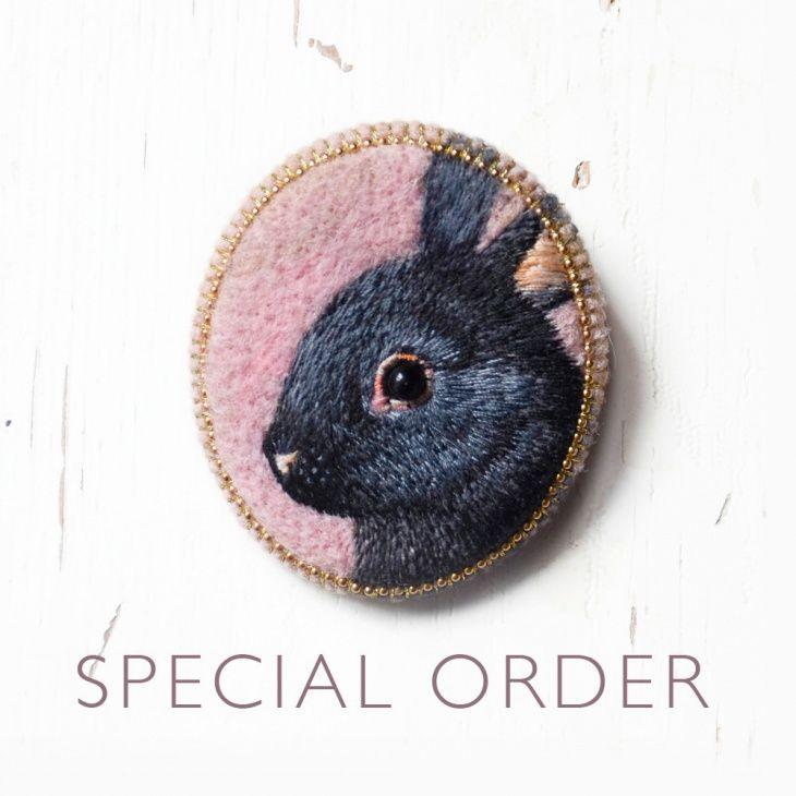 Вышивка гладью кролик брошь 94