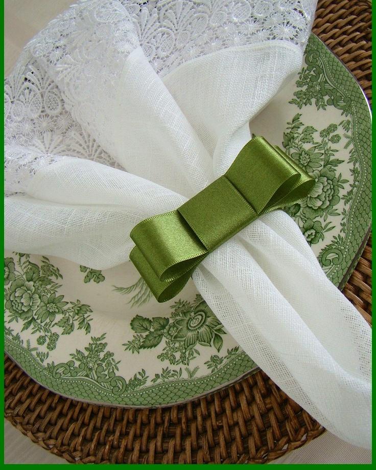 decoracao jardim de minas vicosa:Guardanapo de pano com ponta bordada e lacinho em fita de cetim verde