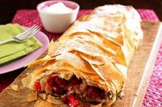 Apple and cranberry strudel | food | Pinterest