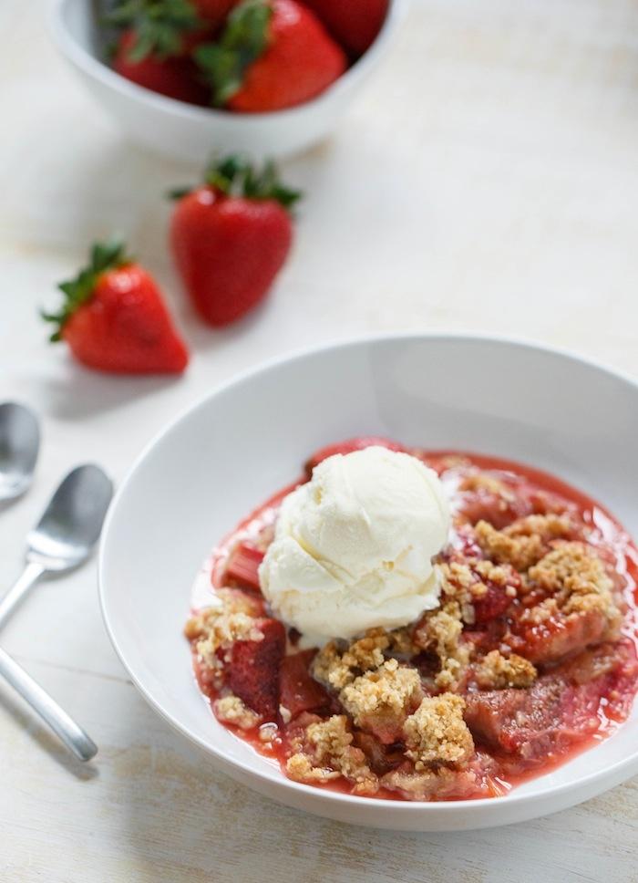 Strawberry Rhubarb Crisp. An easy way to introduce rhubarb into your ...