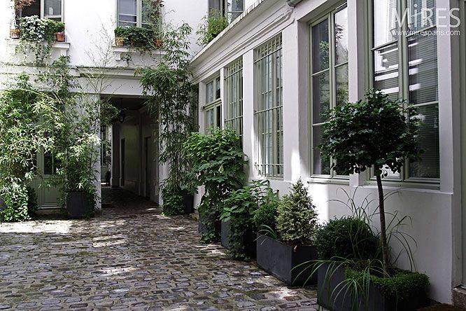 Parisian courtyard parisian homes pinterest for Parisian home