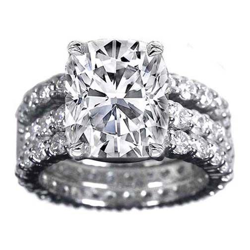 Cushion Diamond Engagement ring. love!