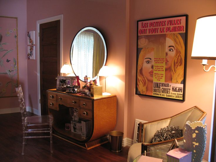 We love that poster in Ali's room! | Pretty Little Liars