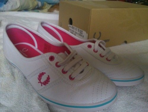 Fred Perry Women Shoes Pink Logo Blue Line