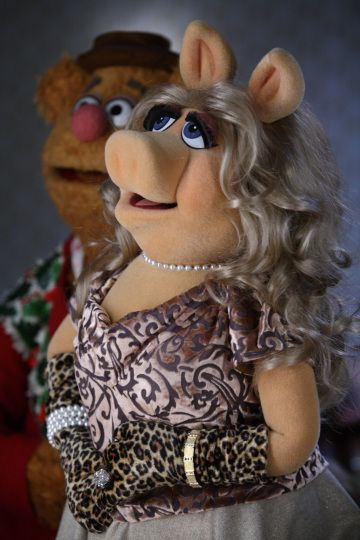 Miss piggy amp fozzie bear a muppets christmas letters to santa