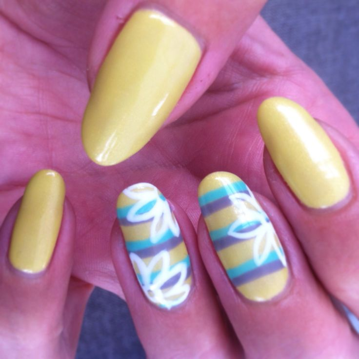 Yellow flower stripe gel nails