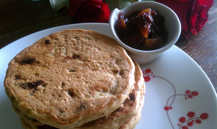 Whole Wheat Chocolate Chip Pancakes | NOM NOM | Pinterest