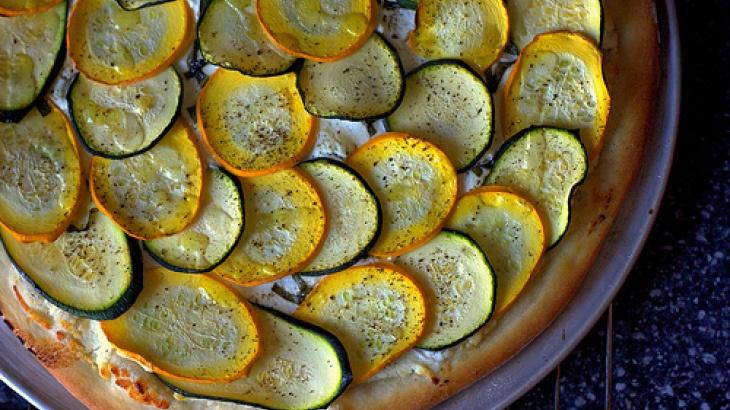Lemony Zucchini Goat Cheese Pizza | things I want to eat! | Pinterest