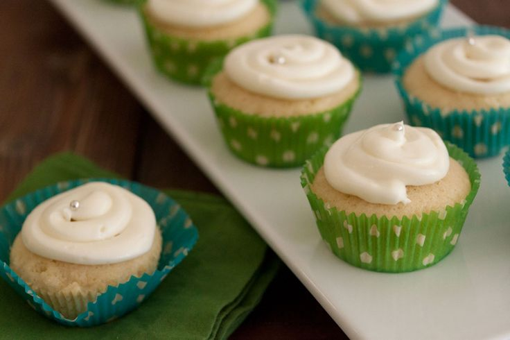 Lemon Coconut Cupcakes with Cream Cheese Frosting | Recipe