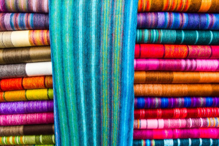 Alpaca blanketsfrom the Otavalo market: monocolor, traditional, striped, squared and elegance collection. Worldwide Wholesale includes New Zealand, USA, Europe and …