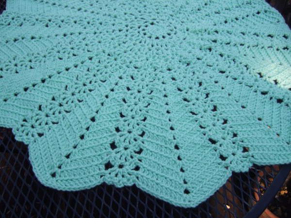 Free Crochet Pattern Ripple Blanket : Lacy Round Ripple Blanket ~ free pattern All Things ...