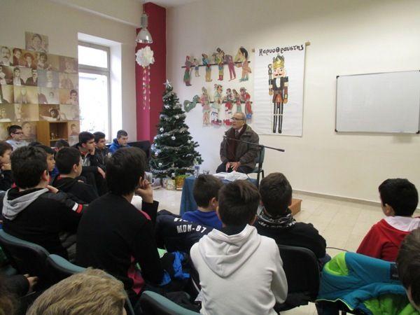 Ο φιλόλογος, ιστορικός, συγγραφέας,  κ. Θωμάς Γαβριηλίδης στην βιβλιοθήκη της Ε.Λ.Π.Ν.