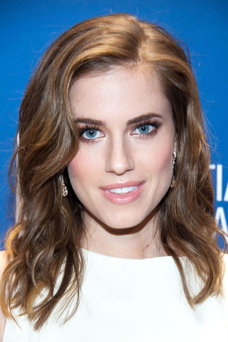 Spring 2014 Hair: Easy, loose and flattering. Allison Williams' Long bob is collarbone grazing with choppy layers around the face.