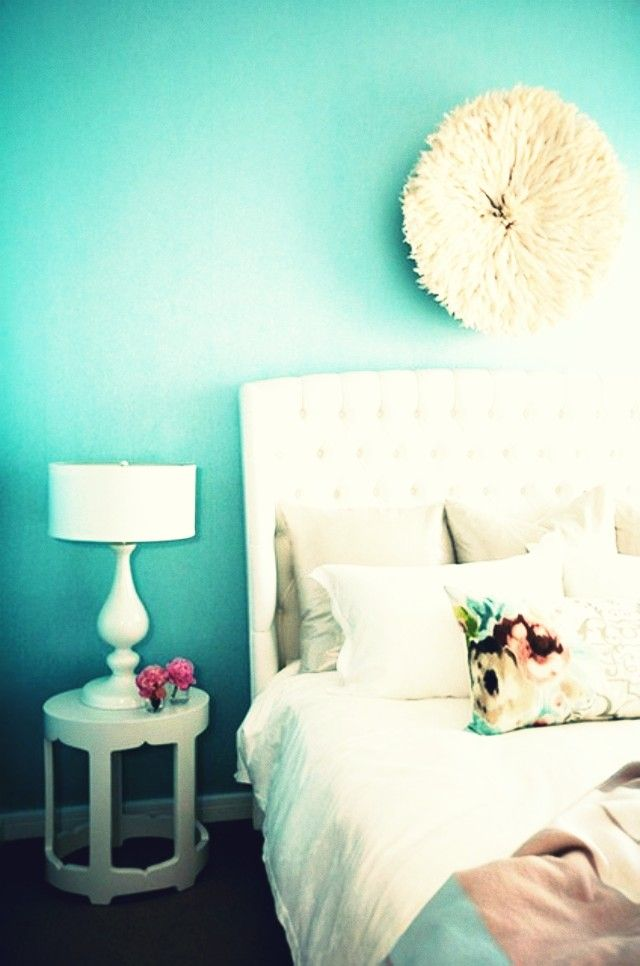love this bright room and the colors