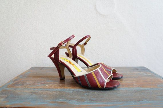 Vintage 70s Shoes / 1970 Shoes / Heeled Sandals