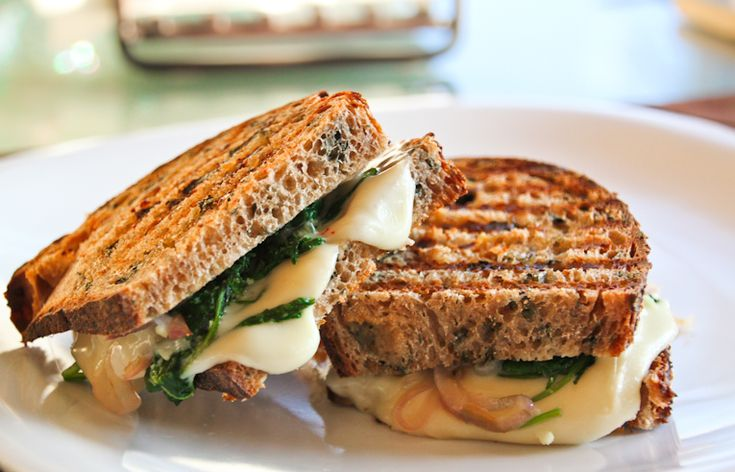 Kale, Garlic and Caramelized Onion Paninis - only 360 calories and a ...