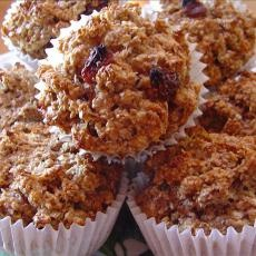 Raisin Oatmeal Bran Muffins great site! | The Rumbly in my Tumbly | P ...