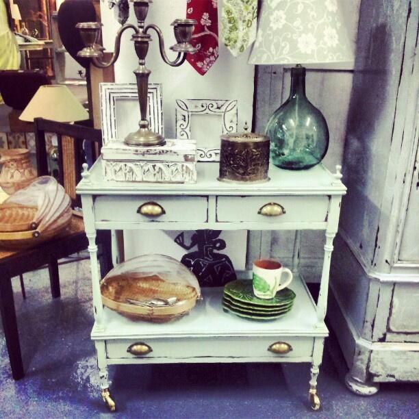 Wabi Sabi Decoracion ~   coffee point o mesa auxiliar #decoracion #sevilla #shopping #vintage
