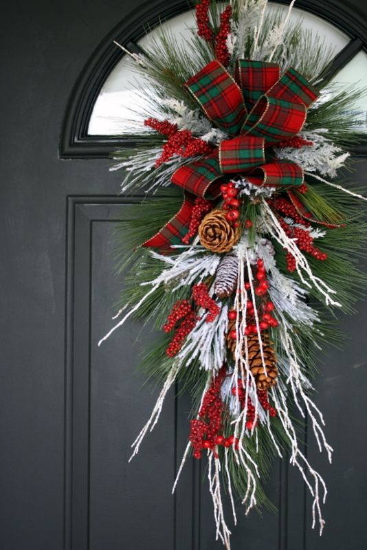 Christmas wreath for the front door christmas decorating for Front door xmas wreaths