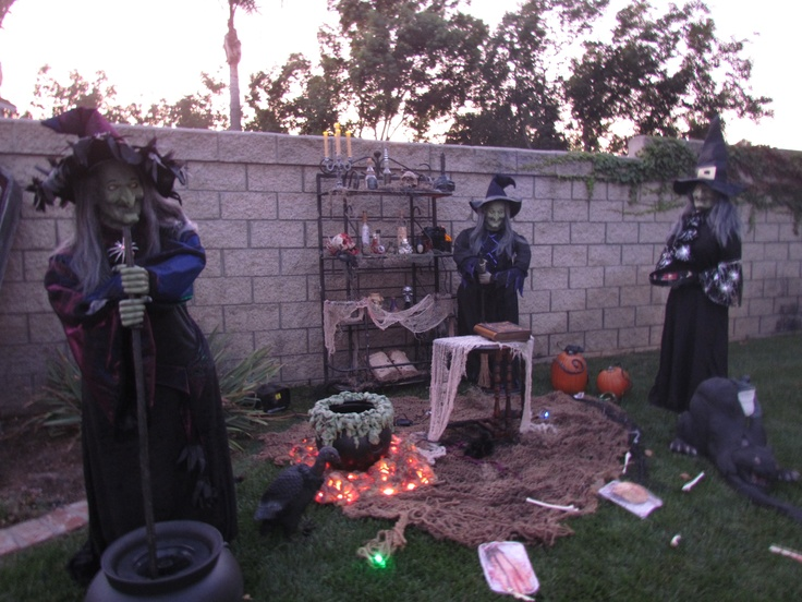 Witch display halloween outdoor decorations pinterest for 3 witches halloween decoration