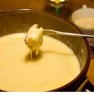 Irish Cheddar and Guinness Stout Fondue | Snacks & Appetizers | Pinte ...