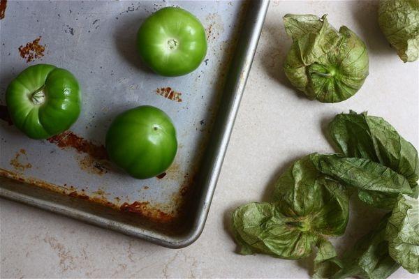 charred tomatillo guacamole | Savory | Pinterest