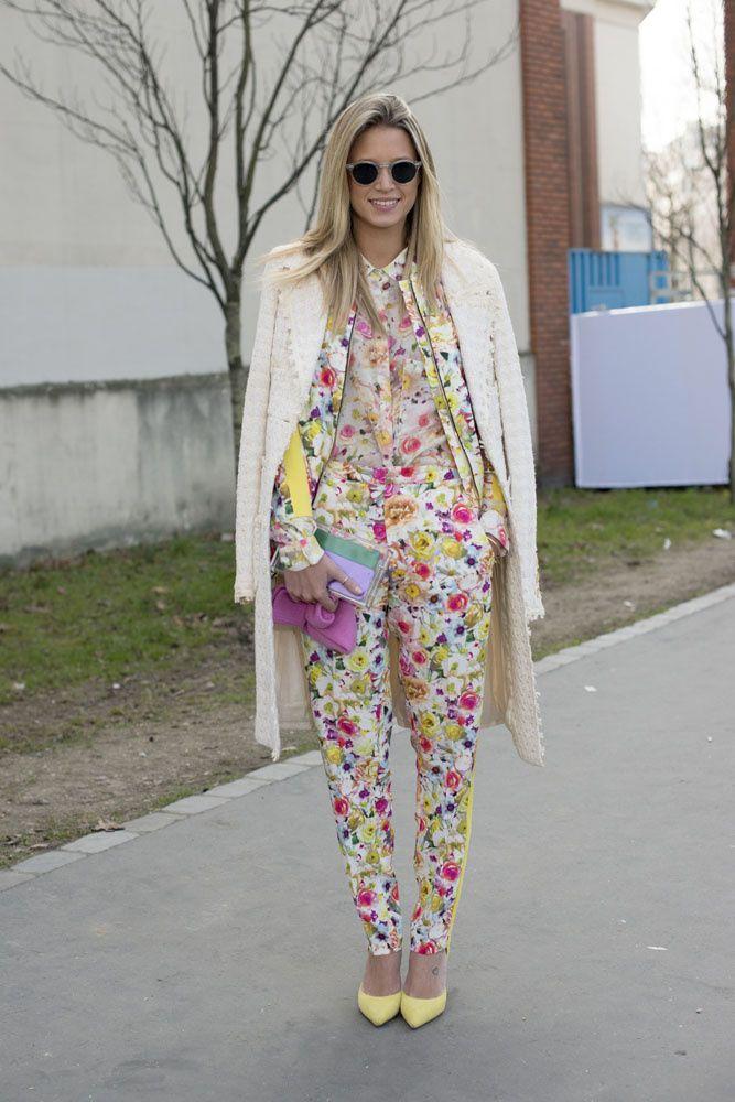 Piezas clave del street style de las semanas de la moda: el traje floral de Helena Bordon.