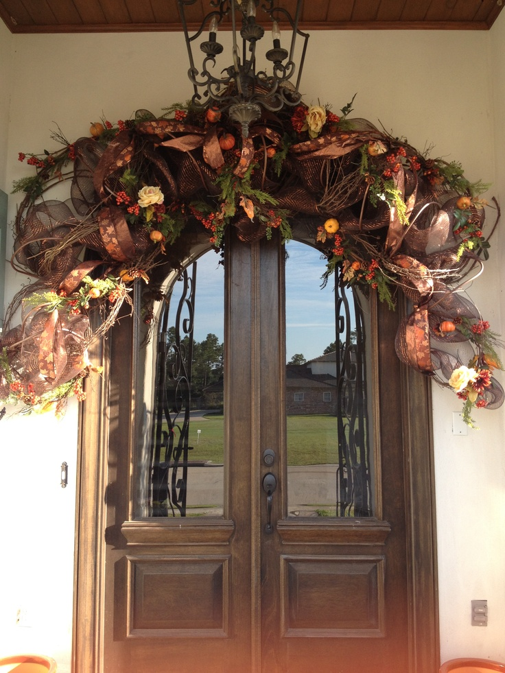 fall door decor to celebrate halloween the fall. Black Bedroom Furniture Sets. Home Design Ideas