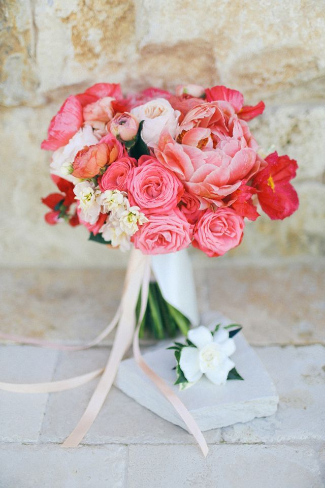 Coral, red and pink bridal bouquet #wedding #flowers