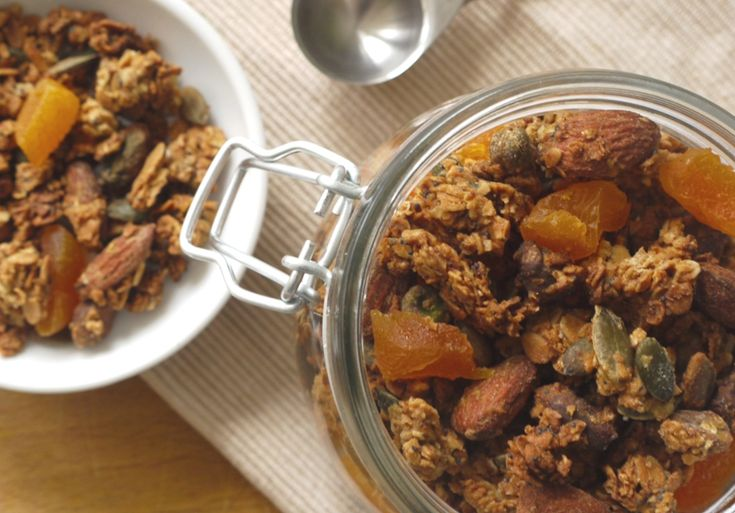 Apricot & Pistachio Granola | Food to try | Pinterest