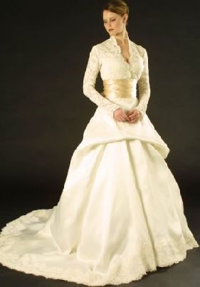 winter wedding dresses with sleeves... Like the top of it