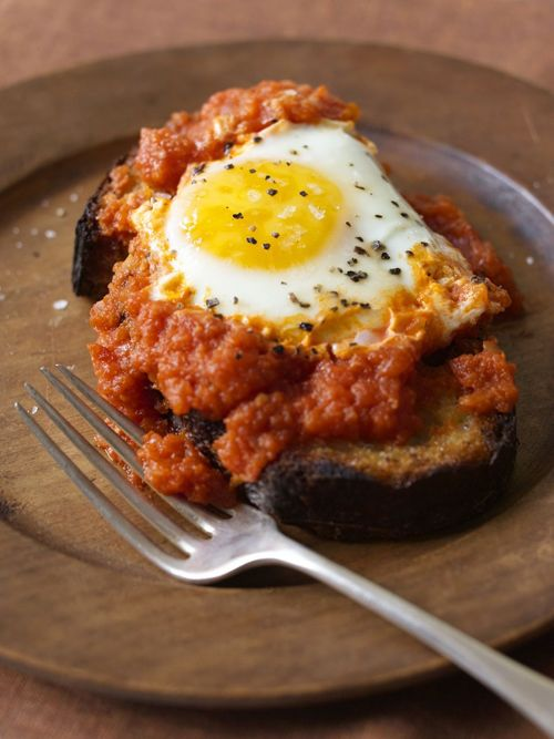 Weeknight Kitchen: Eggs Simmered in Tomato Sauce - Splendid Table