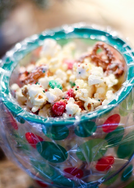 Holiday Popcorn Snack Mix | Scrumptious Snacks | Pinterest