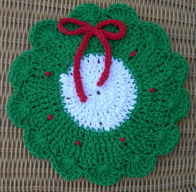 Free Crochet Pattern For Christmas Wreath : Christmas Wreath Dishcloth pattern adaptation by Sherrie E ...