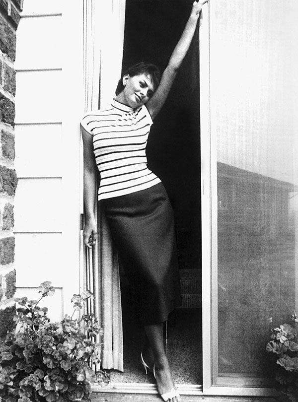 Sophia Loren perfect curves in pencil skirt and breton stripes