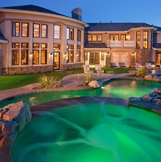 Big house big pool huge houses pinterest - Big mansions with pools on the beach ...