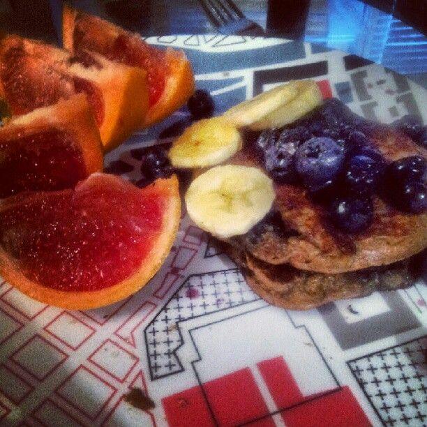 Flourless pancakes! Made with almond butter, a banana, blueberries, an ...