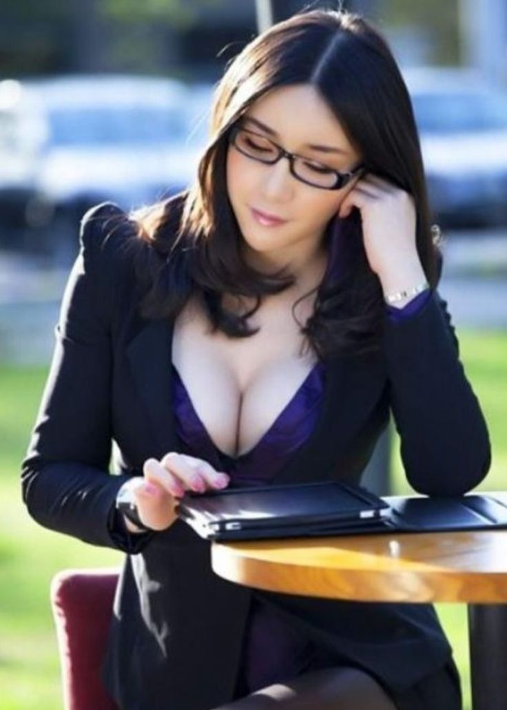 Asian businesswoman cleavage.. | Cleavage fashion leverage ...