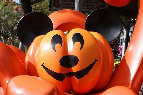 Mickey mouse pumpkin disneyland par 237 s frontierland pinterest