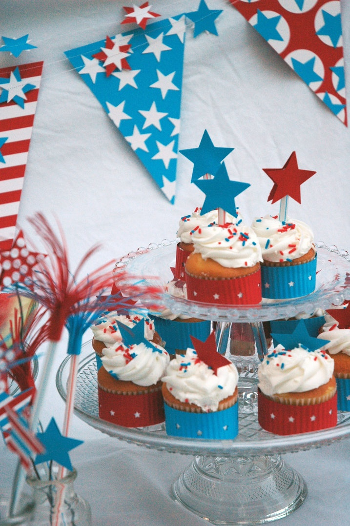 decorating a 4th of july cake