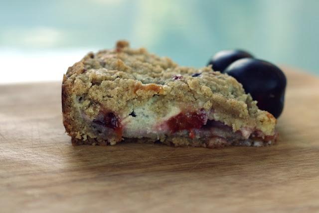vanilla bean plum walnut crumb tart | tea party | Pinterest