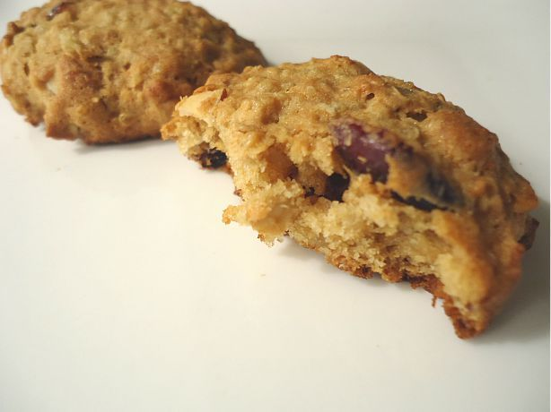 The Beachside Baker: Almond-Cranberry Quinoa Cookies
